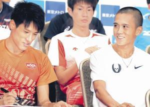 MGCの記者会見で談笑する大迫傑(右)と村沢明伸(後方中央は中村匠吾=カメラ・相川 和寛)
