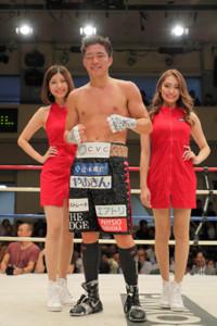 6回TKO勝ちした伊藤雅雪(カメラ・小泉 洋樹)