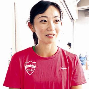 日本学生対校の女子100メートル障害の予選2組を1着で通過した金井まるみ