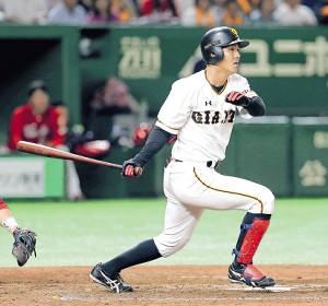 7回1死一、三塁、田中俊は右前適時打を放つ