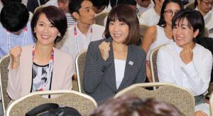 MGCの記者会見場に現れた(左から)有森裕子さん、高橋尚子さん、野口みずきさん