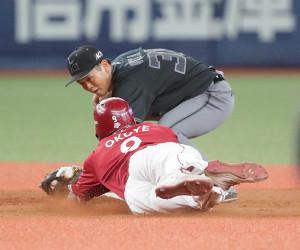 9回1死一塁、打者・渡辺佳の時、一塁走者・オコエが二盗を決める。遊撃手・太田