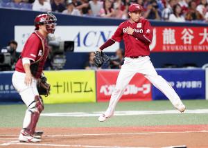4回1死二、三塁、宗に右前先制適時打を許し、ベースカバーに走る辛島。捕手・太田