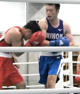 関東予選会を勝ち抜き、全日本選手権ミドル級への出場権を獲得した佐藤幸治(右)