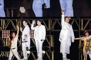 氣志團万博に出演した(左から)草ナギ剛、稲垣吾郎、香取慎吾