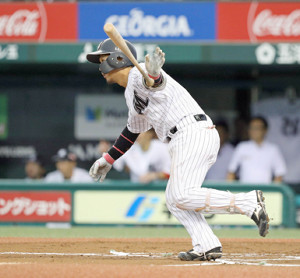 6回無死満塁、中前2点打を放った田村