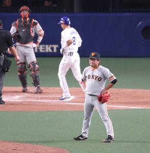 7回2死二塁、大島洋平に勝ち越しの右越え2号2ラン本塁打を浴び、呆然とする田口麗斗。