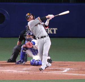 8回2死一、二塁、遊ゴロに倒れる代打・坂本勇