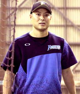 室内練習場で体を動かした日本ハム・田中賢