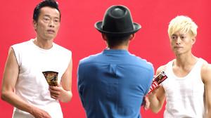 ウェブCMで「アイス」を演じる遠藤憲一(左)と塚田僚一