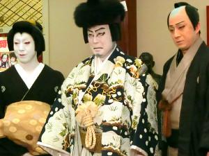 4日ぶりに舞台復帰した中村吉右衛門(中央、写真は8月31日の会見より)。左は尾上菊之助、右は松本幸四郎