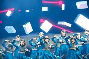 東京ドーム公演でツアーを締めくくった欅坂46