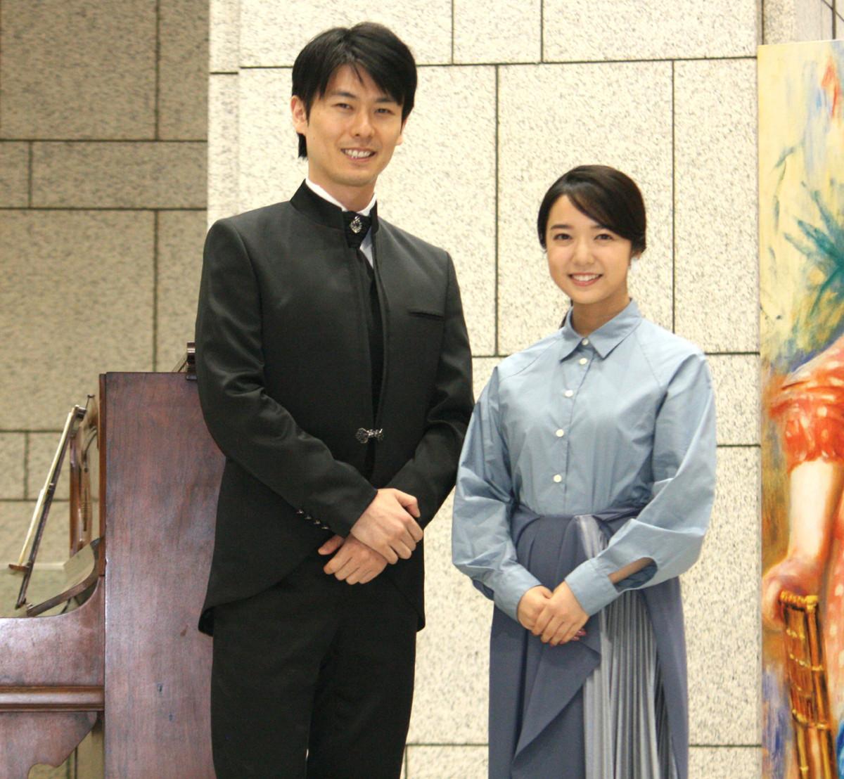 横浜美術館で開催される展覧会の取材会に出席し、仏作曲家エリック・サティ作曲のシャンソン「ジュ・トゥ・ヴ」(1900年)を歌唱した上白石萌音と、演奏したピアニストの福間洸太朗