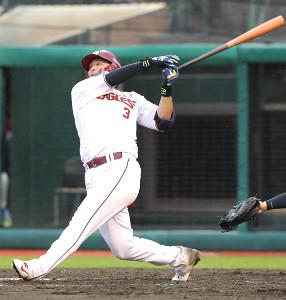 5回1死一塁、左中間に31号2ランを放った浅村