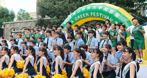 青学大同窓祭で原監督(後方中央)は出雲駅伝登録メンバーを「フライング発表」した