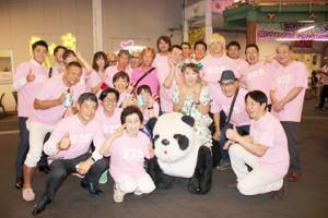 毎年の恒例となった925(くにこ)の日を祝う山田邦子(中央パンダの上)と仲間たち