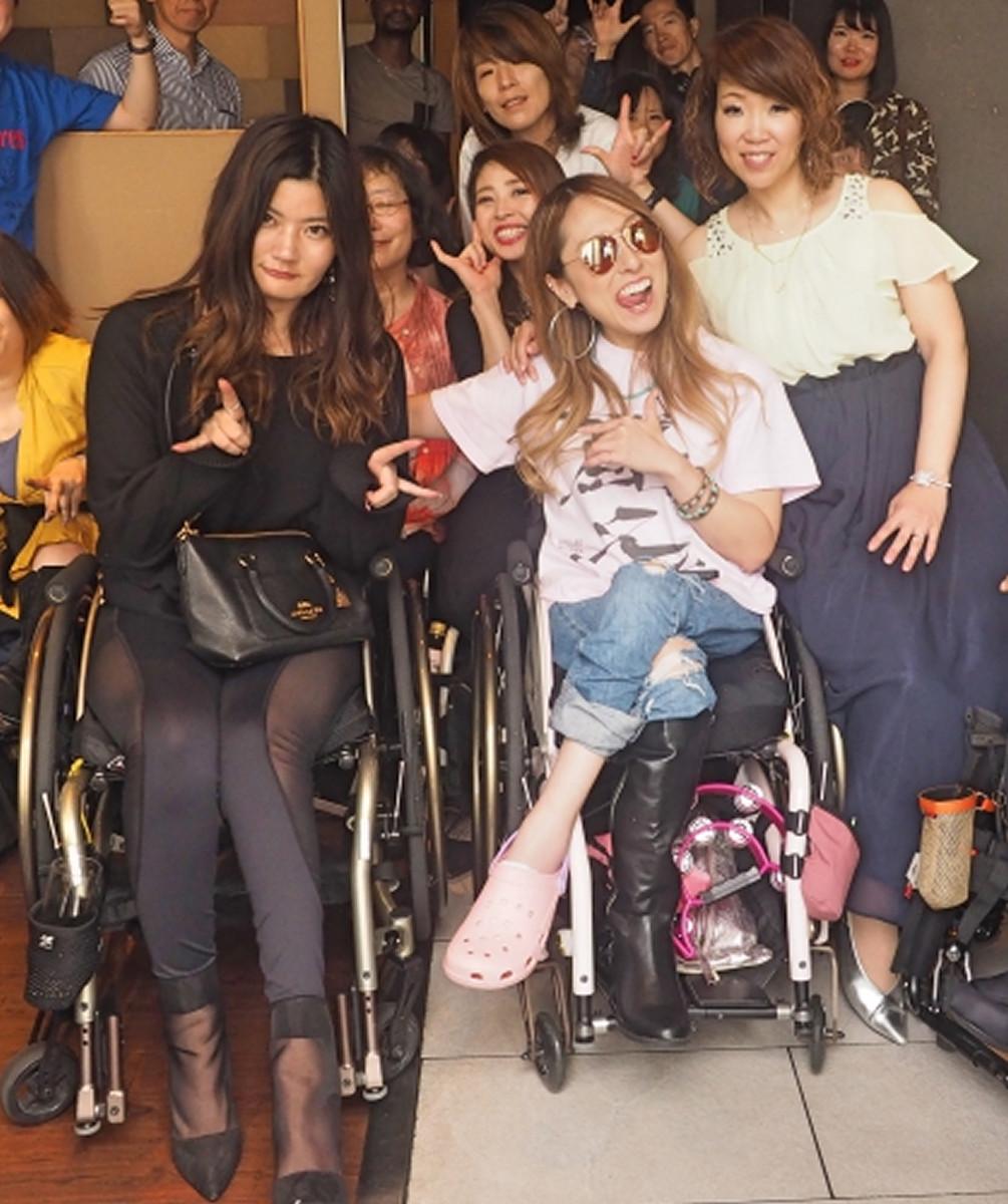 難病のKeikoと車椅子不良ユニットが銀座で熱唱
