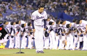 試合後、挨拶をした小川淳司監督