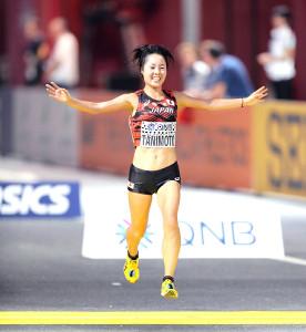 女子マラソンで7位入賞を果たした谷本観月(カメラ・相川 和寛)