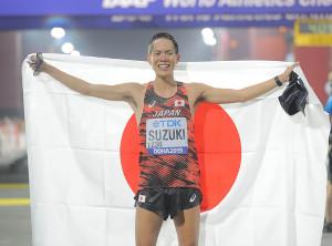 男子50キロ競歩で優勝し、東京五輪出場を内定させた鈴木雄介(カメラ・相川 和寛)