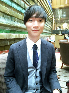 俳優としても活動している著者の山崎聡一郎さん