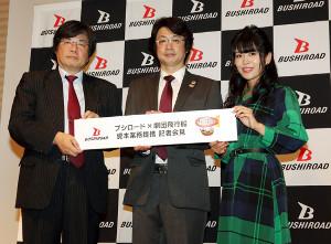 会見に臨んだ(左から)ブシロード・木谷取締役、劇団飛行船・大場代表取締役社長、相羽あいな