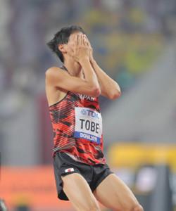男子走り高跳び予選で、2メートル29の跳躍を失敗した戸辺直人