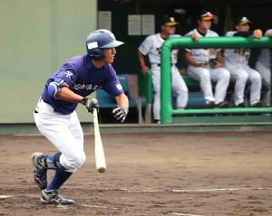 3回無死一塁、大阪ガスの小深田が中前安打を放つ