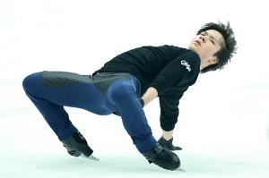 真剣な表情で練習する宇野昌磨
