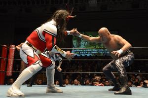ライガーと戦うヒロ斎藤(右。写真提供・ドラディション)