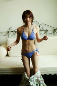 写真集「sol」に収められた傳谷英里香の水着ショット