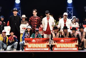 ゲスト出演した(後列左から)USA、TETSUYA、岩谷翔吾、浦川翔平