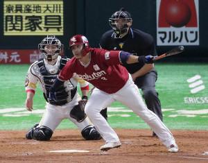 4回1死満塁、浅村栄斗が右前同点2点適時打を放つ。捕手・甲斐