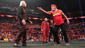 リック・フレアー(左)を挑発するハルク・ホーガン(C)2019 WWE, Inc. All Rights Reserved.