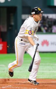 4回2死一、二塁、内川聖一は同点となる右前適時打を放つ(カメラ・義村 治子)
