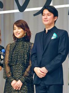 主演映画「マチネの終わりに」完成披露試写会で舞台あいさつした福山雅治と石田ゆり子