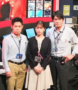 (左から)伊藤淳史、小芝風花、高橋克典