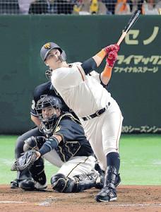 4回無死二塁、ゲレーロが左翼席へ2ラン本塁打を放つ(捕手・梅野隆太郎)(カメラ・生澤 英里香)