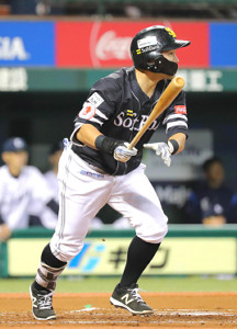 初回、2試合連続で先制点をたたき出すソフトバンク・中村晃
