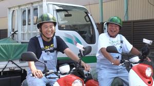 スイカヘルメットで出川と旅に出る澤さん(C)テレビ東京