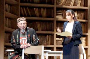 舞台「ハケンアニメ!」の通し稽古を行うSKE48・大場美奈と山内圭哉