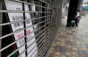 セ・リーグのCS最終S第4戦巨人・阪神の台風中止順延を告げる看板