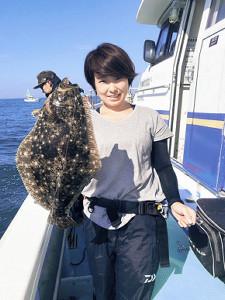 大原沖で上がったヒラメ。これからは大型も期待できる(松栄丸で)