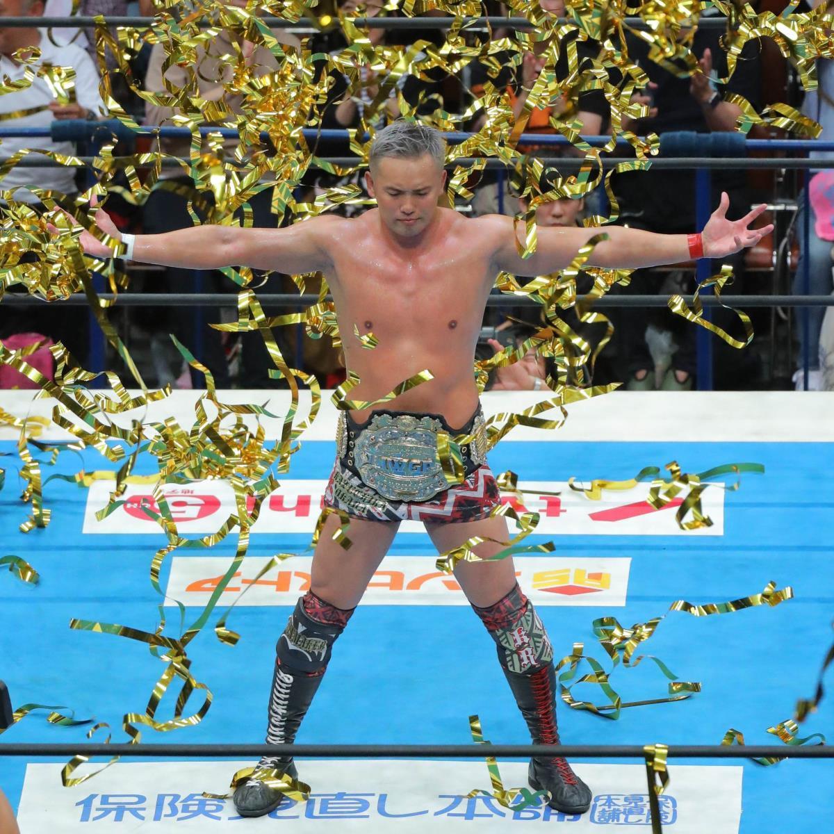 14日のメインイベントでIWGPヘビー級王座を防衛。黄金のテープに包まれるオカダ・カズチカ(カメラ・森田 俊弥)