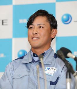 日本ハムが交渉権獲得を決め、笑顔を見せる河野竜生