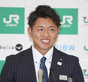巨人に指名され笑顔のJR東日本・太田龍投手(カメラ・頓所美代子)
