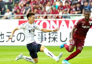 前半34分、チーム3点目のゴールを決めるF東京・橋本(カメラ・谷口 健二)