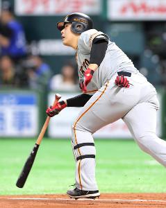 7回2死一塁、岡本和真が日本シリーズ初安打を放つ