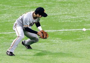 7回無死、デスパイネの打球を三塁手・山本がエラー