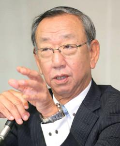 沢村賞の選考委員会後、該当者がいないことを発表する堀内恒夫氏